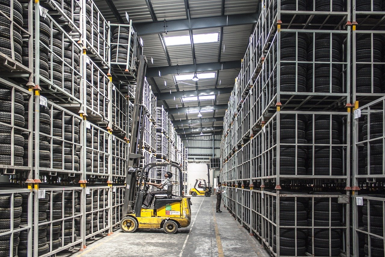 3 ways using a storage unit to store extra stock can benefit your business