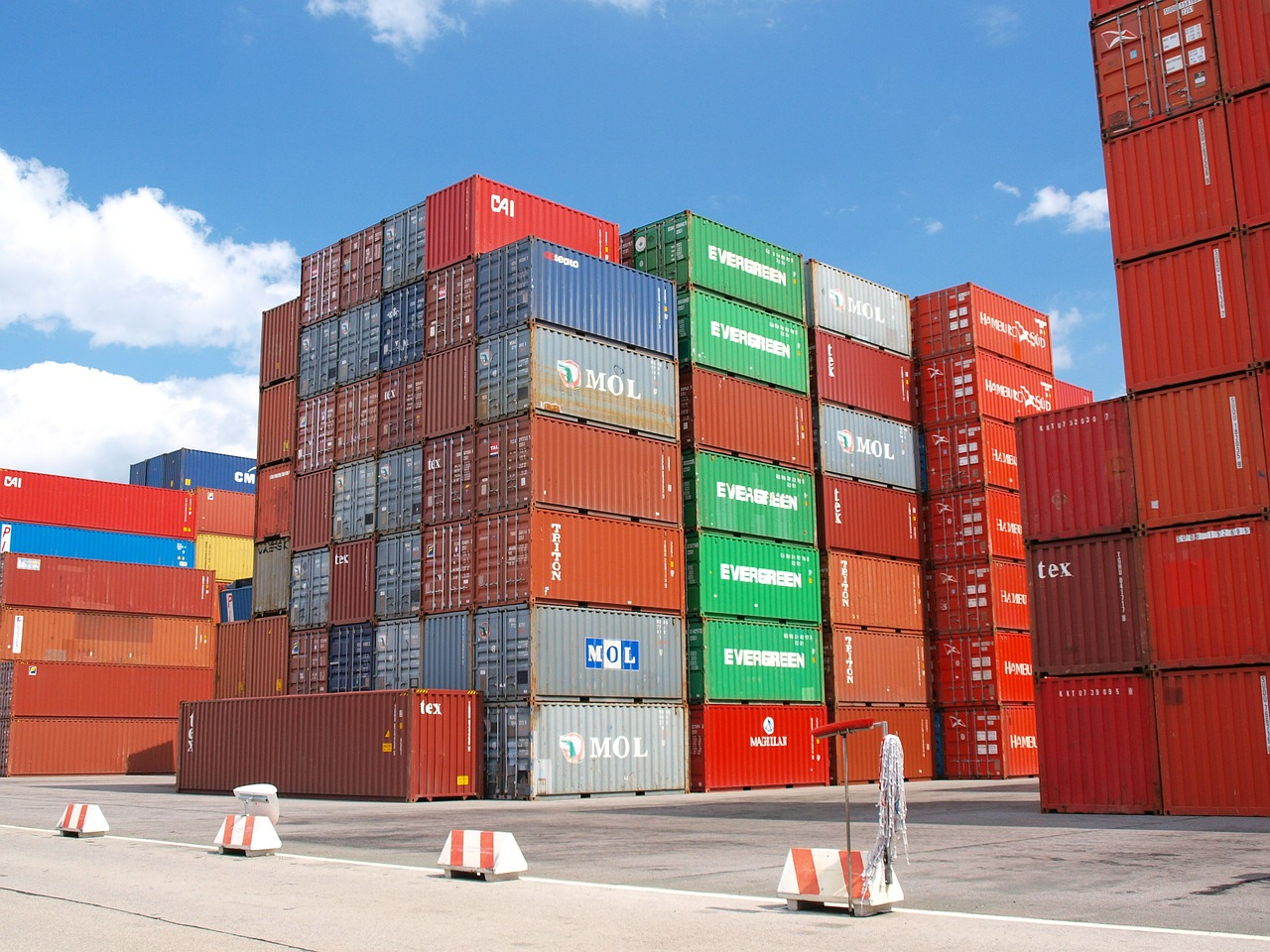 5 maintenance tips for storage container units